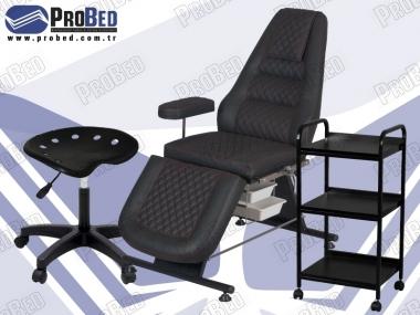 sırt ve ayak kısmı hareketli tattoo koltuğu, ahşap raflı setup sehpası, plastik ayaklı tattoo sandalyesi