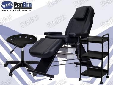 dövme malzemesi, dövmeci sandalyesi, ahşap raflı etajer